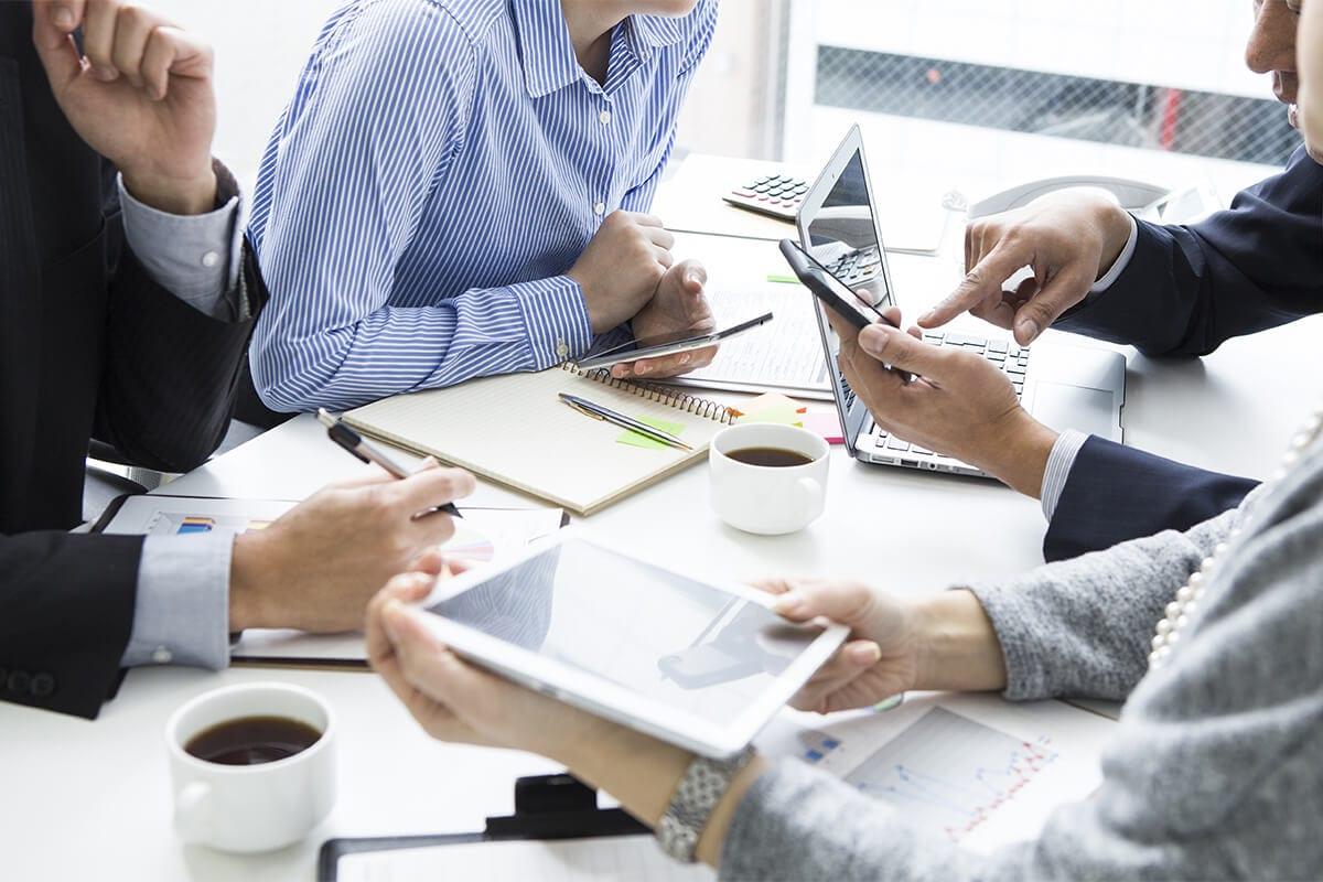 Parce que nous pensons que le plaisir constitue un facteur clé de succès d'une mission, nous travaillons selon une approche pédagogique dynamique et collaborative, toujours soucieux des échanges, du partage et de la co-action avec le client.